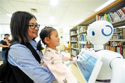 杭州首个图书智能机器人投入使用